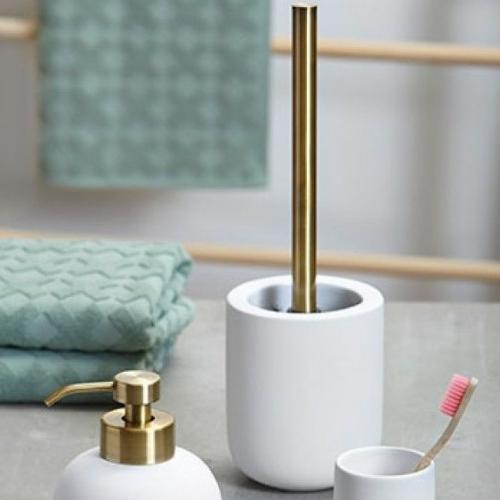 Mette Ditmer | Minimalist bed & bathroom essentials