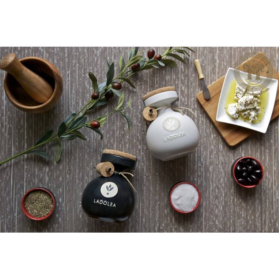 Organic Extra Virgin Olive Oil | White, wooden packaging
