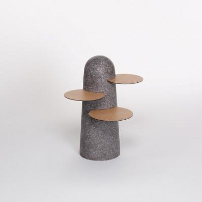 BoBo Beistelltisch   Dunkler Terrazzo mit Holzblättern