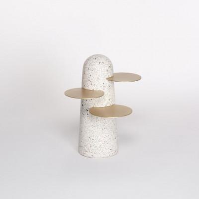 BoBo Beistelltisch   Leichter Terrazzo mit Messingblättern