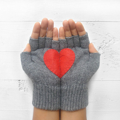 Handschuhe ohne Fingerspitzen   Stahlgrau mit Rotem Herz