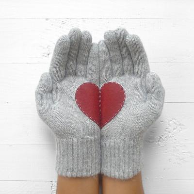 Handschuhe   Grau mit Burgunderherz