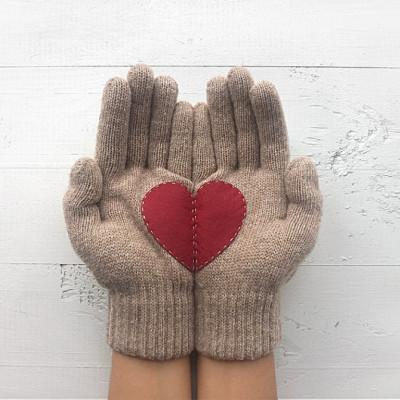 Handschuhe   Beige mit Bordeauxrotem Herz