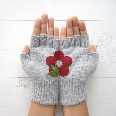 Handschuhe ohne Fingerspitzen Blume   Hellgrau