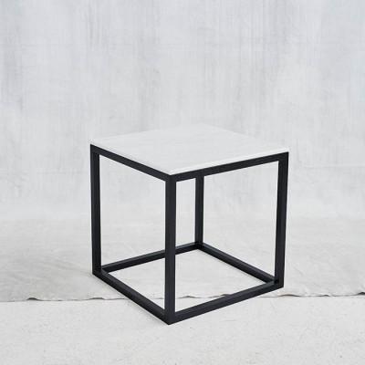 Schwarzer Würfel-Tisch | Weiß