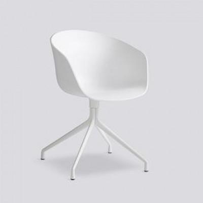 Über einen Stuhl AAC20 | Weißes pulverbeschichtetes Aluminium & Weiß
