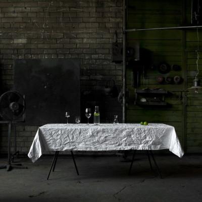 Runzelndes Tischtuch