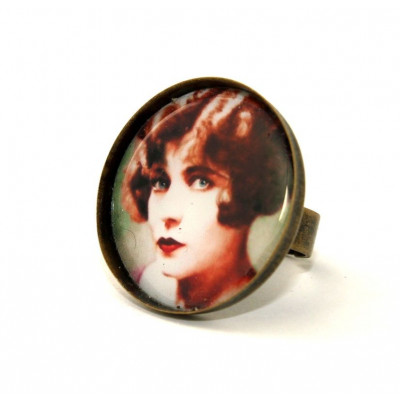 Lady Round Cameo Ring