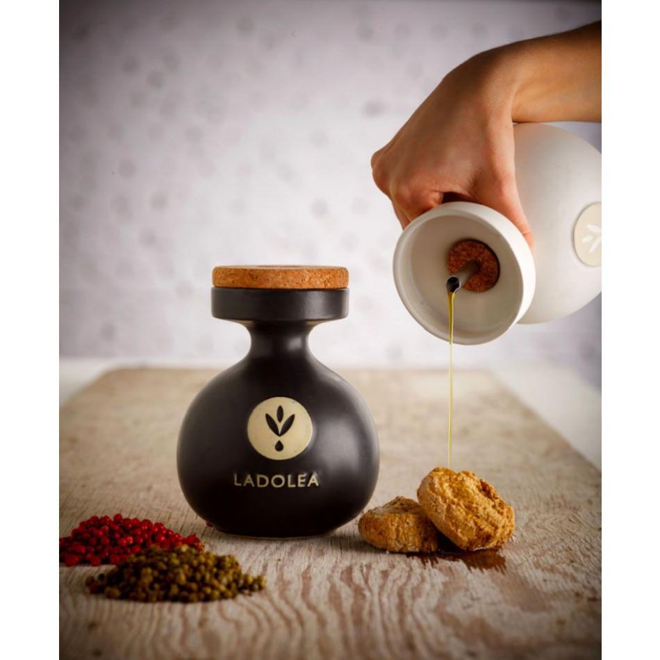 Organic Extra Virgin Olive Oil   White, cardboard packaging