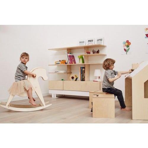 Schreibtisch im Spielhaus
