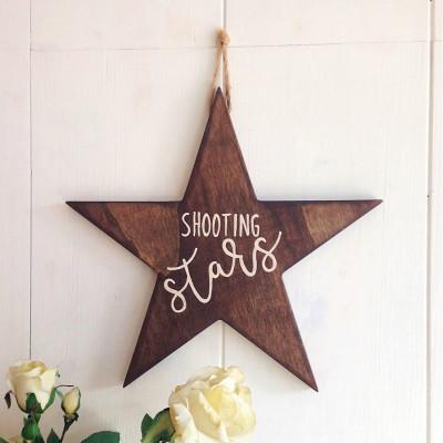 Dekoratives Holzwandzubehör Shooting Stars | Walnuss