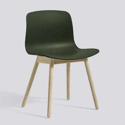 Über einen Stuhl AAC12 | Geseifte Eiche massiv & grün