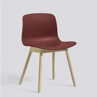 Über einen Stuhl AAC12 | Eingeseiftes Eichenholz und Ziegel