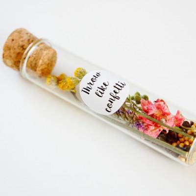 Getrocknete Blumen in Flasche mit Aufklebern   1 Stück
