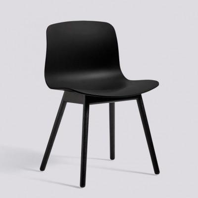 Über einen Stuhl AAC12 | Schwarz gebeizte Eiche massiv & Schwarz