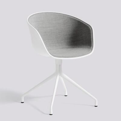 Über einen Stuhl AAC20 | Weiß pulverbeschichtetes Aluminium & Weiß / Remix 123 Frontpolsterung