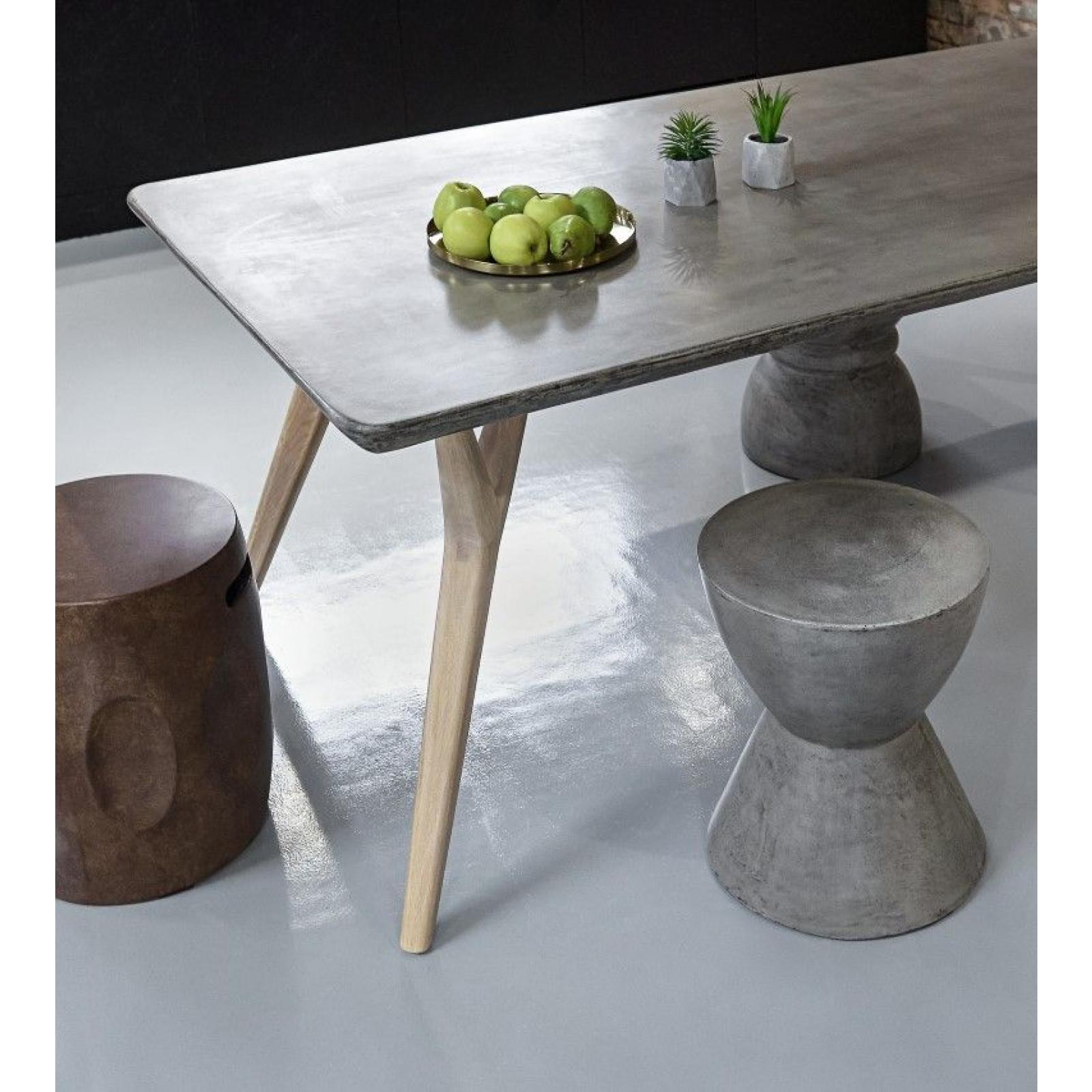 Table Pa'wn   Concrete