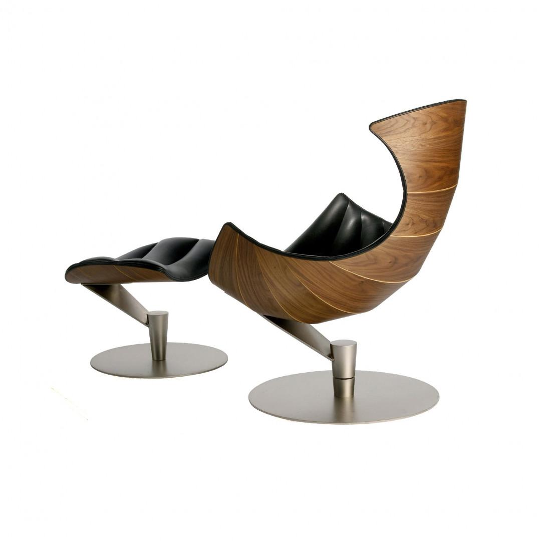Lounge Chair Lobster   Walnut / Black Leather / Chrome Base