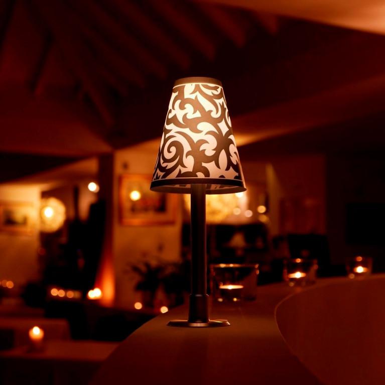Tischlampe viviLED mit 3 Lampenschirmen