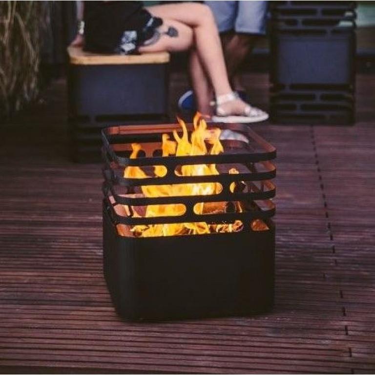 Schwarzer Feuerkorb | Würfel