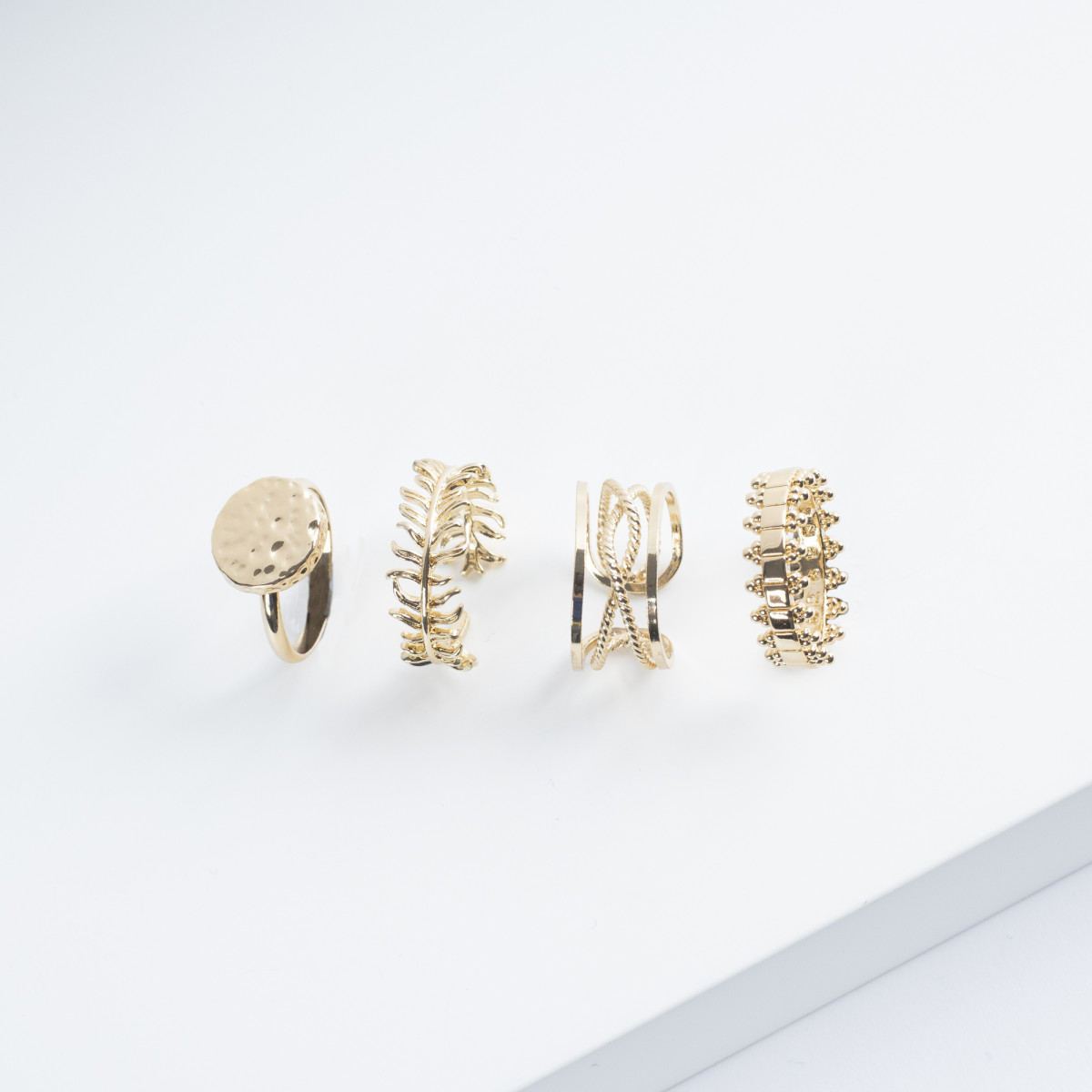 Kerze mit Goldener Ring   Zeder