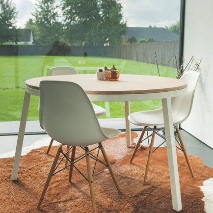 Runder Holztisch