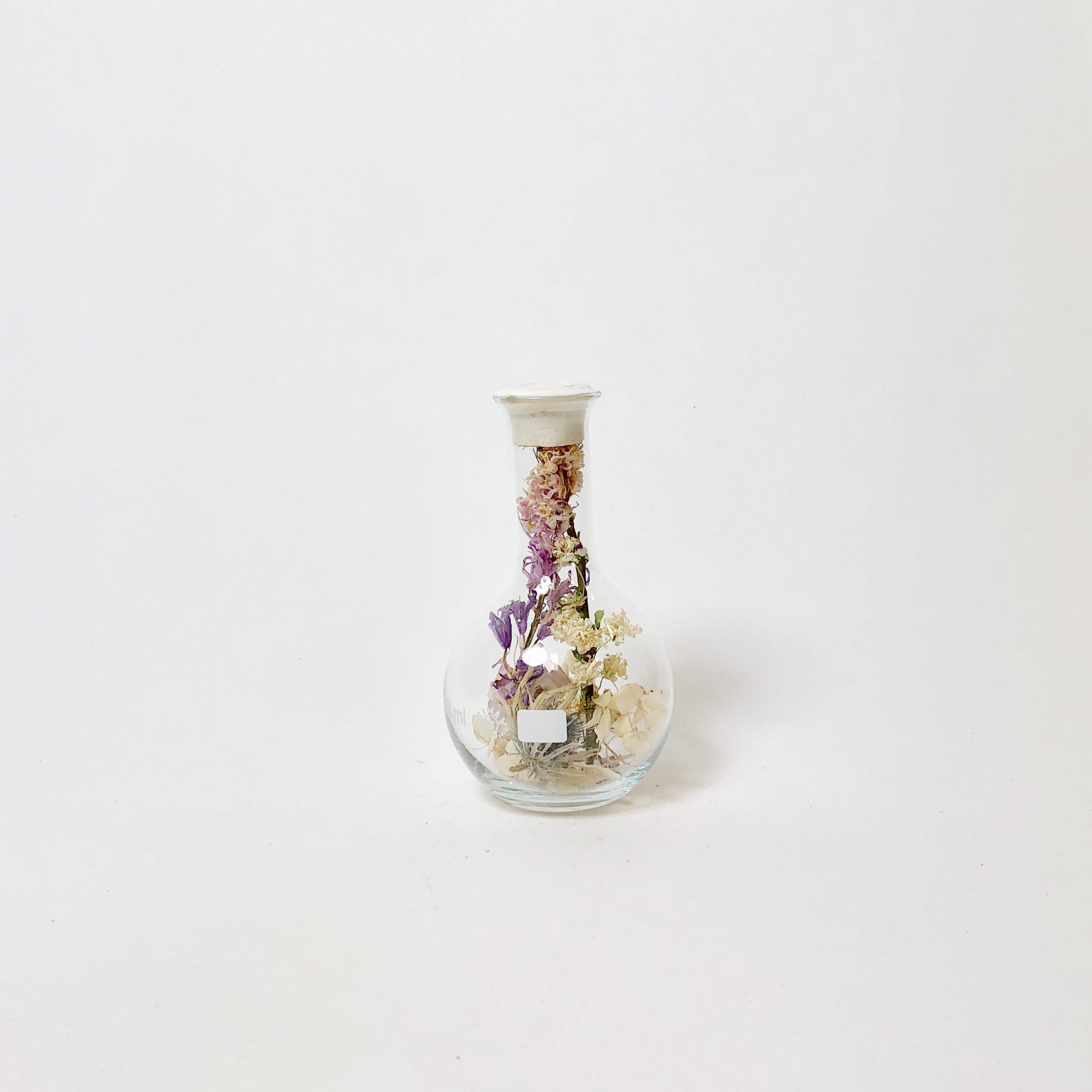 Round Belly Flask with Dried Flowers Small | Sperare White