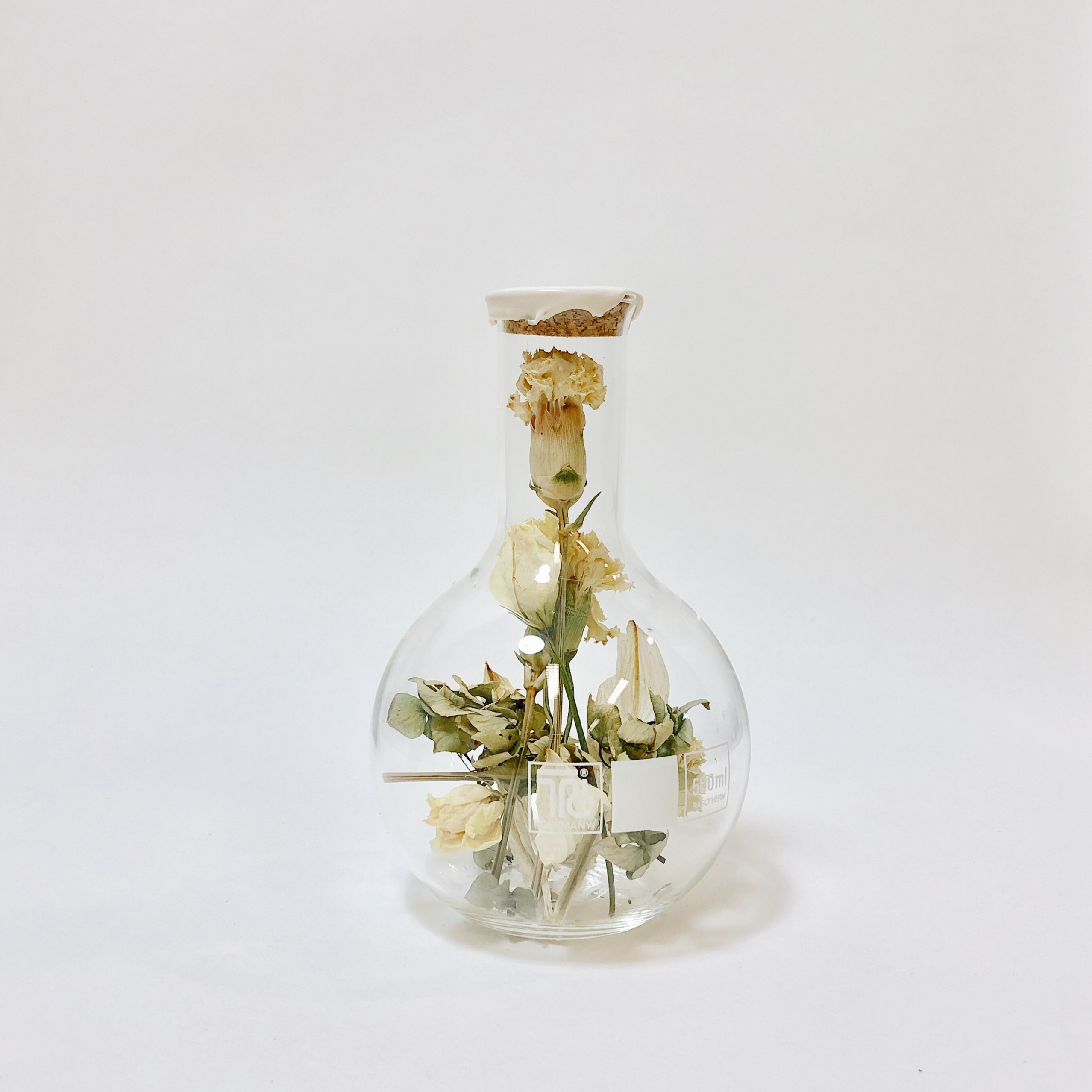 Round Belly Flask with Dried Flowers Large   Sperare White