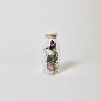 Flask with Dried Flowers | Harapan White