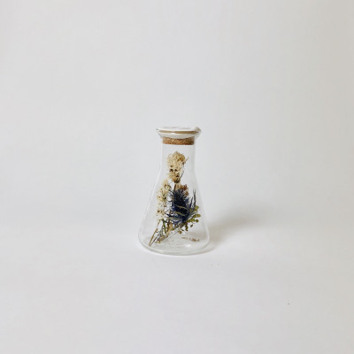 Erlenmeyer with Dried Flowers Small | Kibo White