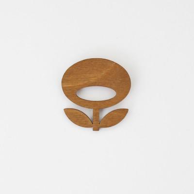 Snug. flower brooch   Oak