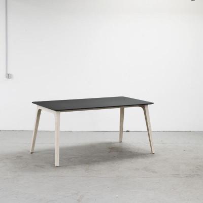 Table Gate | Schwarzes Linoleum
