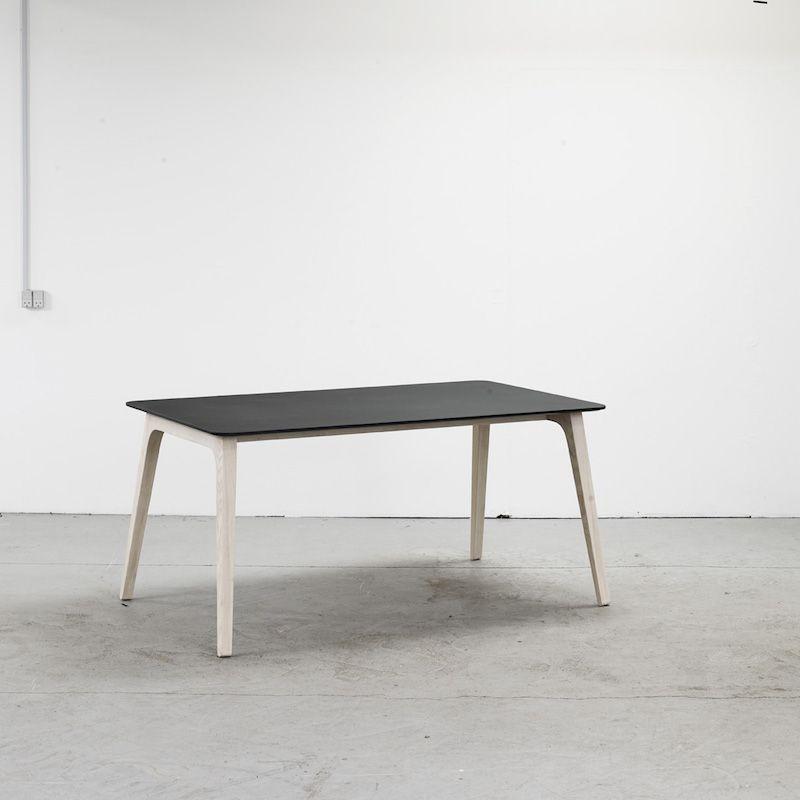 Table Gate | Schwarzes Linoleum-205