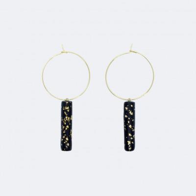 Gold-Hoop-Ohrringe   Anhänger mit schwarzem Steg und Pünktchen