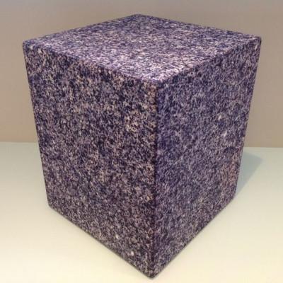 Sitzen auf allem Würfel | Granit