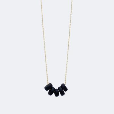 Goldene Halskette   Schwarze Scheibenperlen