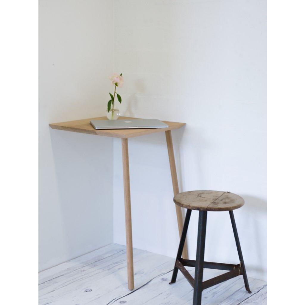 Hipstrega | Corner Table