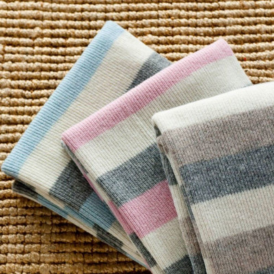 Decke aus gestreifter Merinowolle