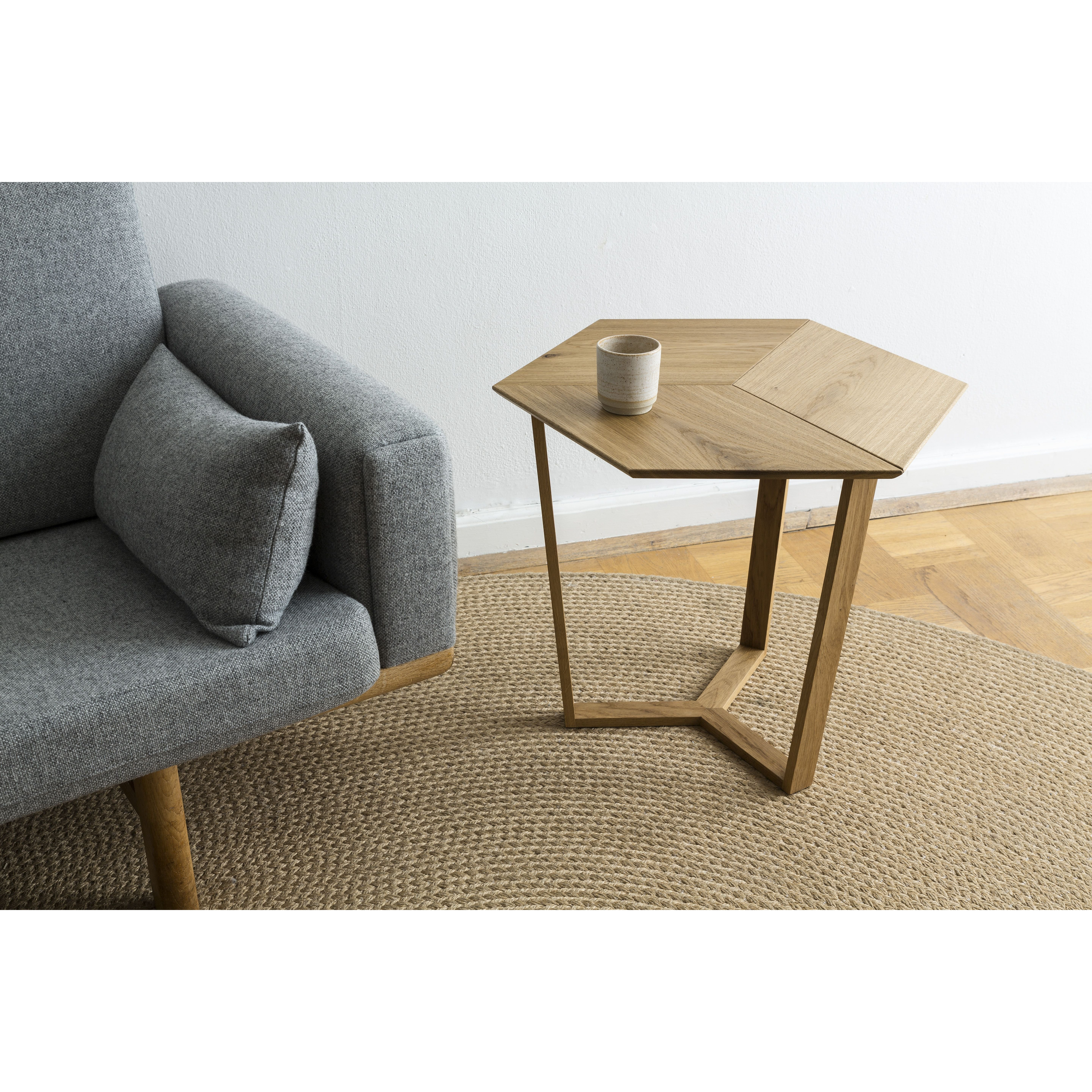 KANT    Sophisticated Side Table Light Smoked