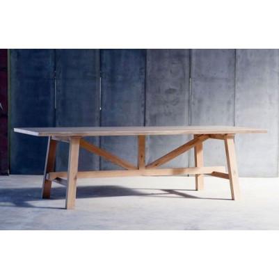 Larbus-II-Tisch