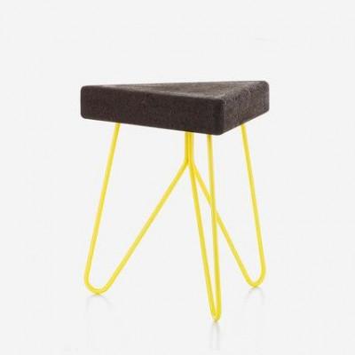 Três Hocker und Beistelltisch   Yellow Legs
