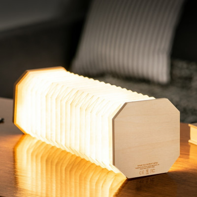 Smarte Akkordeonlampe | Ahornholz