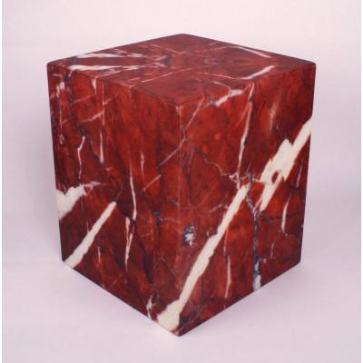 Auf allem Würfel sitzen | Roter Marmor
