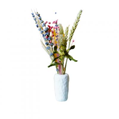 Handgemachte Keramik-Vase mit Getrockneten Blumen in Einer Geschenk-Tube Verpackt