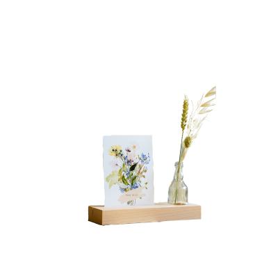 Kartenhalter mit Vase und Illustrationskarte