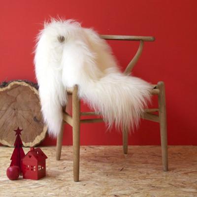 Ein Moumoute Schafsfell   Weiße lange Haare