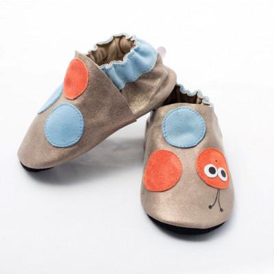 Glänzende, wurmfreudige Softsole-Schuhe