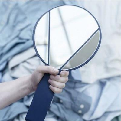 Geteilter Spiegel | Hand
