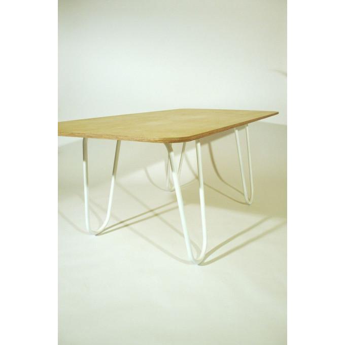 Tisch mit Böcken
