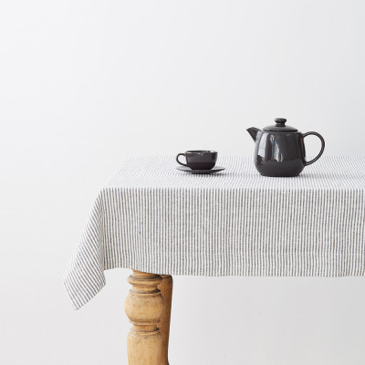 Tischdecke 250 x 140 cm | Dünner schwarzer Streifen